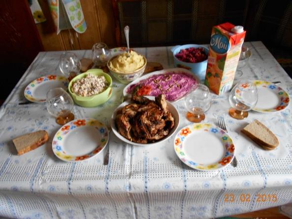 В этот раз скромненько, но все самое необходимое - шуба, оливье, винегрет)))